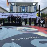 Rechtsanwälte und Bürger*innen demonstrierten am 30.05.2015 vor dem Bundeskanzleramt gegen Totalüberwachung